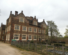 A Barking suburban gem: Eastbury Manor. Spin-off 3 ext